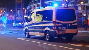 Polizisten versuchten dem Opfer zu helfen (Symbolbild)