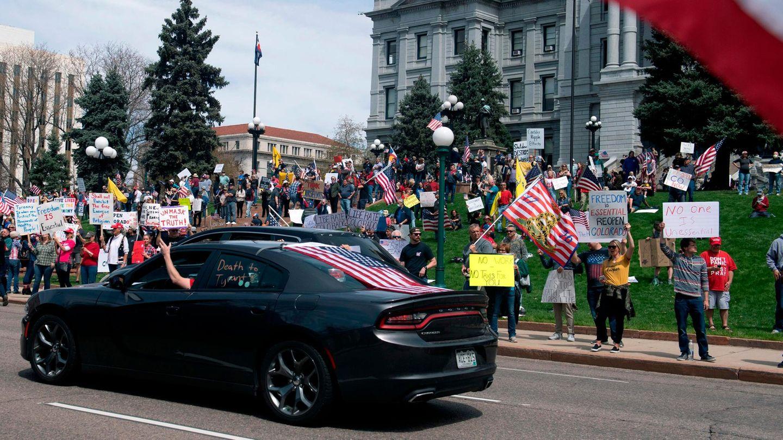 Mehrere HundertDemonstranten protestieren vor demKapitolin Denver gegen Corona-Schutzmaßnahmen