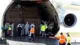 Im Rumpf hat das Transportflugzeug 8,6 Millionen Gesichtsmasken und 150 Tonnen Sanitärausrüstung geladen