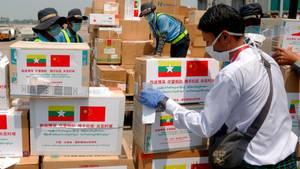 InMyanmar treffen Hilfsgüter und Spezialisten aus Peking ein.