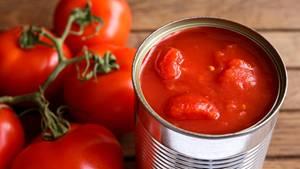 Zinn in Konserven: Eine geöffnete Dose mit Tomaten