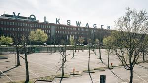 Leere Parkplätze vor dem VW-Werk Kassel
