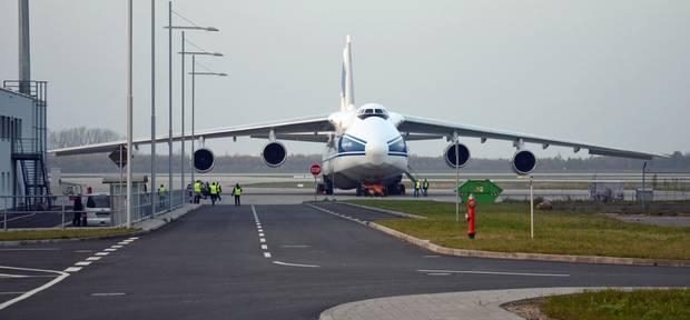 Platz für 120 Tonnen Fracht: eine Antonow An-124 am Flughafen Leipzig