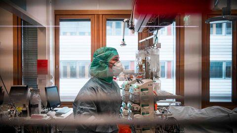 Eine Krankenschwester in einem schwedischen Krankenhaus (Archivfoto)
