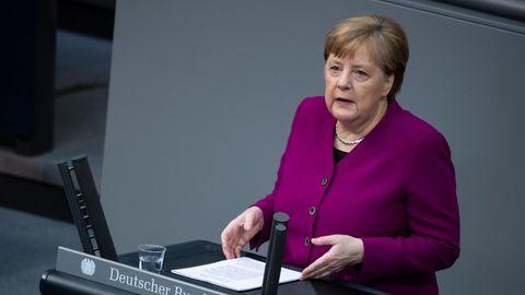 Angela Merkel erläutert in einer Regierungserklärung vor dem Bundestag ihre Politik zur Bewältigung der Corona-Krise