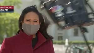 MSNBC-Reporterin Kristen Welker berichtet vor dem Weißen Haus in Washington.