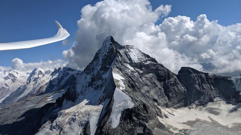 Am Matterhorn  Mit seiner markanten Pyramidenform ist das knapp 4500 Meter hohe Matterhorn das definitive Highlight für Segelflieger in den Alpen.