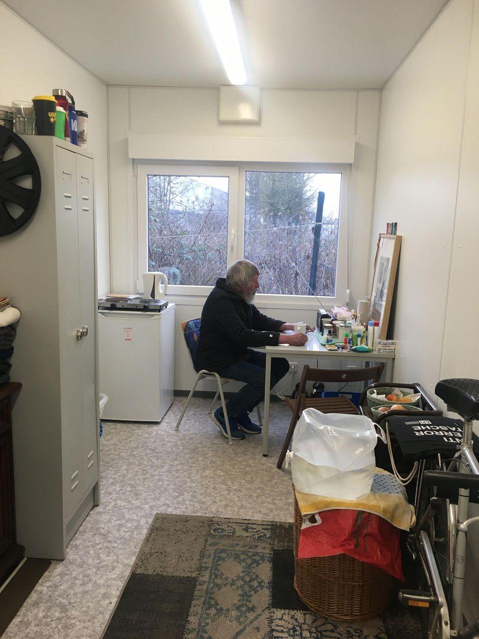 Horst in seinem Wohncontainer