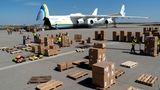 """""""Als Deutschlands zweitgrößter Cargo-Flughafen durften wir in den zurückliegenden Wochen bereits zahlreiche Hilfsflüge mit hunderten Tonnen Hilfsmaterial sicher und zuverlässig abfertigen"""", sagt FlughafenchefGötz Ahmelmann."""
