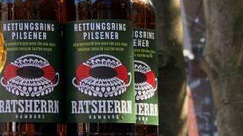 Das neue Soli-Bier von Ratsherrn mit dem Rettungsring auf dem Etikett.
