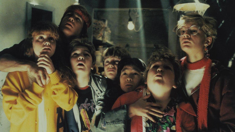 "Die ""Goonies"": Kerri Green, Josh Brolin, Corey Feldman, Sean Astin, Jonathan Ke Quan, Jeff Cohen und Martha Plimpton"