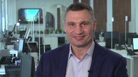 Kiews Bürgermeister Vitali Klitschko redet über seinen über sein Krisenmanagement in der Corona-Krise.