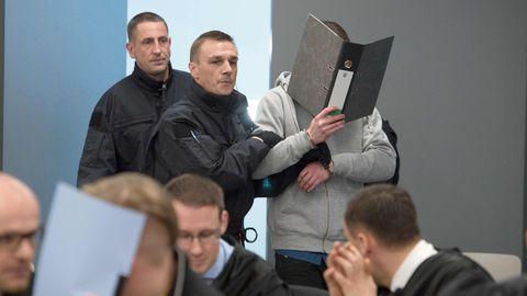 """Justin S., Mitglied der """"Gruppe Freital"""" beim Prozessin Dresden."""