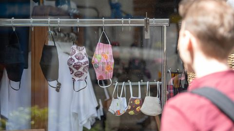 Atemschutzmasken in einem Geschäft in Stuttgart
