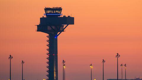 Tower am neuen Hauptstadtflughafen BER in Berlin-Schönefeld