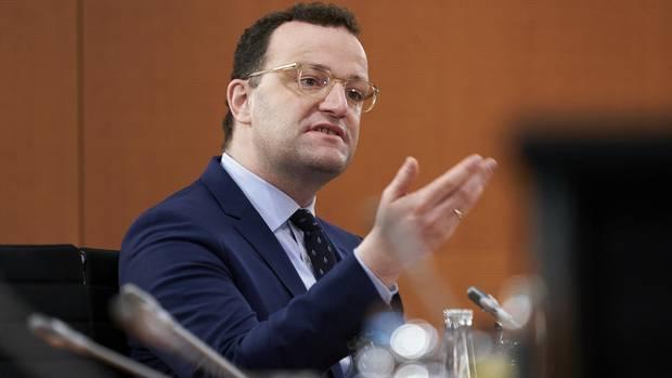 Gesundheitsminister Jens Spahn gestikuliert