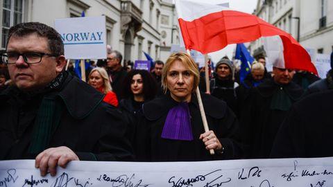 Protest europäischer Richter in Warschau (am 11. Januar): Die EU hat ein formelles Verfahren gegen Polen wegen der umstrittenen Justizreform der PiS-Regierung eingeleitet.