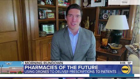 Der TV-Moderator sitzt ohne Hose vor der Kamera