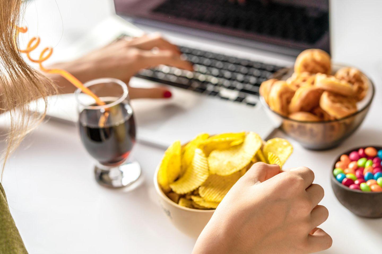 Snacken bei der Arbeit