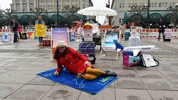 Rettungschirm statt Sonnenschirm: Die Reisebüros sind krisenerprobt, zuletzt bei der Thomas-Cook-Insolvenz. Doch durch die Coronakrise sind Kleinunternehmen in ihrer Existenz bedroht