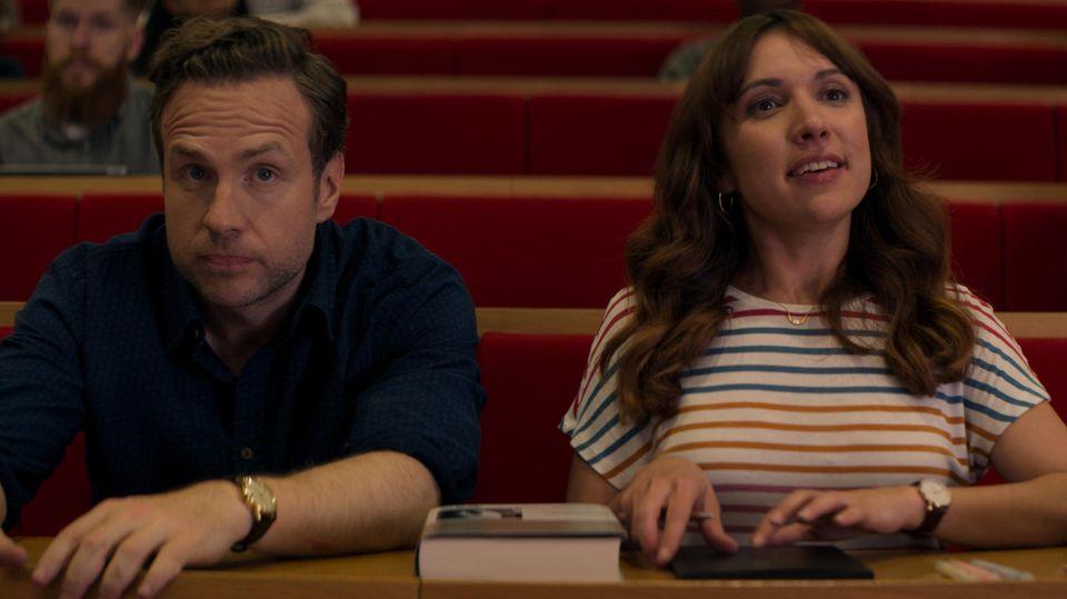 """Jason (Rafe Spall) und Nikki (Esther Smith) in der Apple TV+ Serie """"Trying"""""""