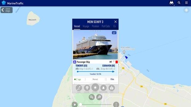 """Seit dem 28. April liegt die """"Mein Schiff 3"""" amSteubenhöft in Cuxhaven. An Bord sind 2899 Besatzungsmitglieder. Das Kreuzfahrtschiff hatte am 18. Aprilohne Passagiere in Teneriffa abgelegt."""
