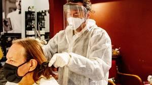 In den Niederlanden haben Friseursalons bereits wieder geöffnet. Doch auch dort gelten strenge Hygienevorschriften.