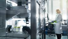 Die vor kurzem genehmigten deutschlandweit ersten Tests von Impfstoff-Kandidaten gegen das neue Coronavirus sind angelaufen.