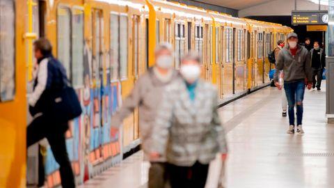 In der U-Bahn in Berlin gilt wie überall in Deutschland aktuell eine Maskenpflicht