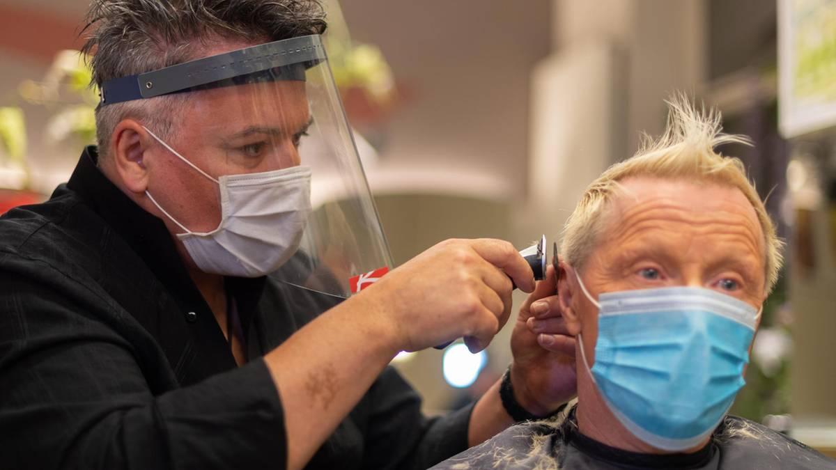 Friseure öffnen nach Corona-Pause wieder ihre Salons - Branche erwartet Kundenansturm