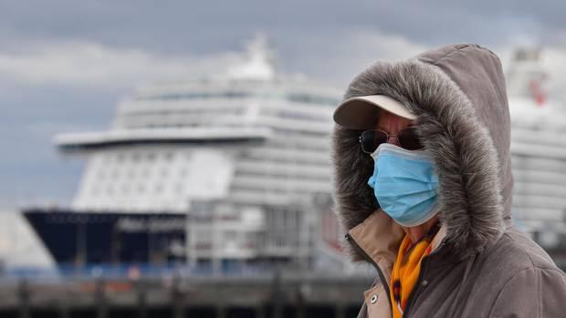 """Das Kreuzfahrtschiff """"Mein Schiff 3"""" liegt seit dem 28. April amSteubenhöft in Cuxhaven und steht unter Quarantäne"""