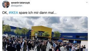 Menschenmasse vor Ikea