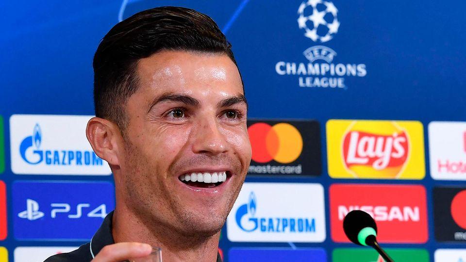 Cristiano Ronaldo bei einer Pressekonferenz