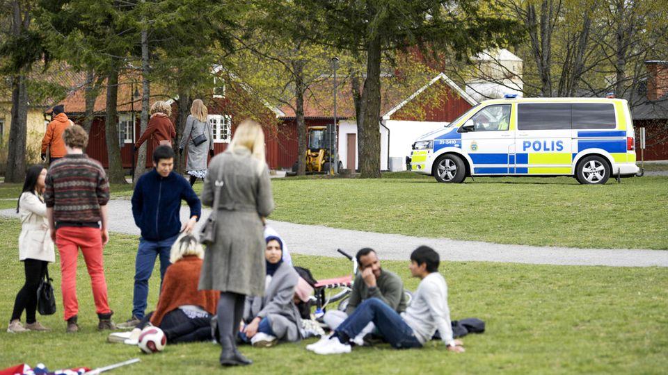 Zahlen gehen zurück: Umstrittene Strategie in der Corona-Pandemie: Kriegt Schweden die Kurve?