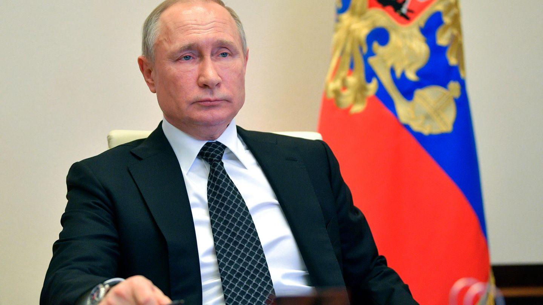 """Vom einstigen """"Superman"""", der mit nacktem Oberkörper durch die Steppe reitet, ist nicht viel übrig. In der Krise wirkt Wladimir Putin ungewöhnlich kleinlaut"""