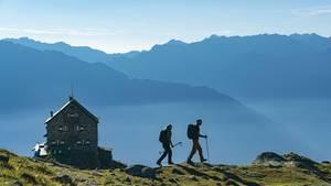 Österreich: Erlanger Hütte  Der Anstieg zu dieser Hütte (2550 Meter) am Nordwestende des Ötztals hat es in sich: Wer auch noch dem Hausberg Wildgrat (2971 Meter) mitnimmt, hat 2000 Höhenmeter zu bewältigen.