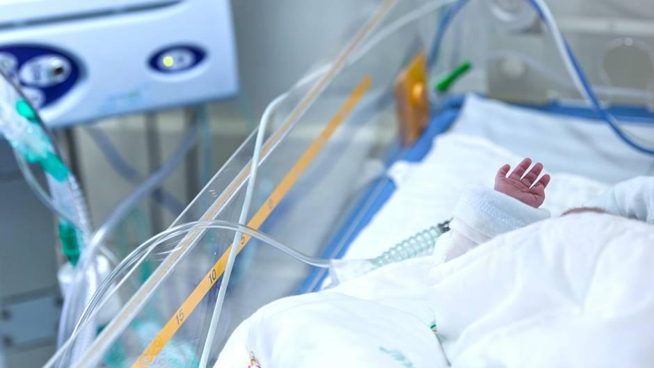 Ein Baby im Krankenhaus