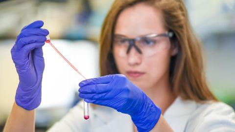 Die Diagnose: Eine Frau erkrankt immer wieder an Krebs – ein Test könnte Klarheit schaffen