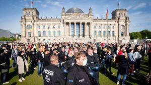 Versammmlung vor Berliner Reichstagsgebäude