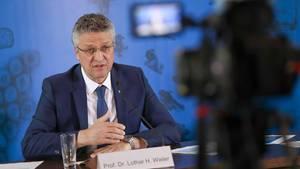 Lothar Wieler, Präsident des RKI, informiert bei einer Pressekonferenz über die aktuelle Lage in Deutschland