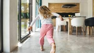 Ein Mädchen rennt