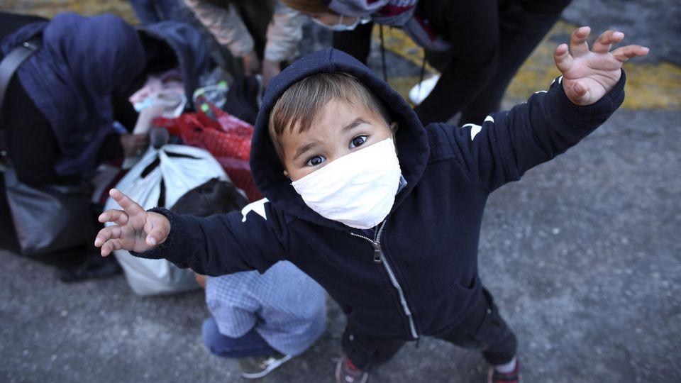 Ein Kind aus dem Flüchtlingscamp Moria auf der griechischen Insel Lesbos