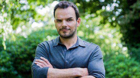 TV-Koch Steffen Henssler mit verschränkten Armen