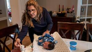 Lehrerin Luciana Lira mit dem Baby
