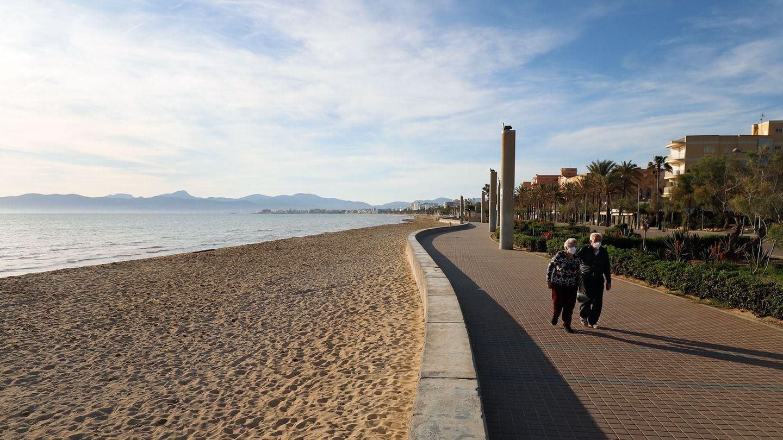 Anfang Mai wie leegefegt: Der Strand in El Arenal auf Mallorca