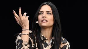 Amira Pocher fällt ihrem Mann im Streit mit Yeliz Koc in den Rücken