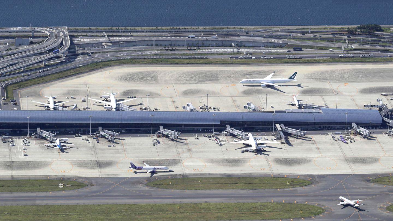 """Platz 10: Kensai, Osaka (KIX), Japan  Diese Flughafen wurde aufeiner künstlichen Insel fünf Kilometer vor der Küste im Meererrichtet. In dieser diesjährigen Skytrax-Abstimmung gewann Kensai auch die beiden Titel""""World's Best Airport Staff"""" und """"World's Best Airport for Baggage Delivery""""."""
