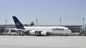 """Platz 5: Flughafen München (MUC), Deutschland  Um zwei Plätze verbessern konnte sich der Flughafen mit dem Kürzel MUC: Der bayerische Airport heimst auch die Titel ein """"Best Airport in Europe"""", """"Best Airport in Central Europe""""  und bester Airport mit 40 bis 50 Millionen Passagiere."""