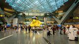 """Platz 3:Hamad International Airport  Nicht Dubai oder Abu Dhabi, sondern der neue Flughafen von Katar und Basis für Qatar Airways landete als einziger Airport aus der Golfregion wieder unter den Top 10. Daher darf sich der Hamad-Aiprort mit dem Titel """"Best Airport in Middle East"""" schmücken."""