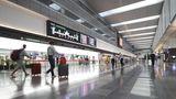 """Platz 2:Tokio Haneda (HND), Japan  Den zweiten Platz behaupten konnte Tokio-Haneda, der näher am Zentrum von Tokio gelegene Airport. Der Flughafen gilt laut der jüngsten Skytrax-Umfrage unter anderem als sauberster und """"World's Best Domestic Airport""""."""